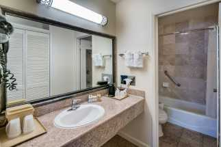 Arbor Inn Monterey - Private Bathrooms In All Our Rooms
