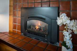 Arbor Inn Monterey - In Room Fireplace - Arbor Inn