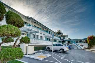 Arbor Inn Monterey - Free Ample Parking at Arbor Inn